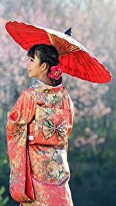 Картинки Азиаты Униформа Брюнетка Зонт Кимоно