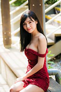 Обои Азиатки Боке Сидящие Платья Брюнетки Смотрит