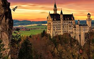 Картинки Осенние Замки Германия Нойшванштайн Скале Бавария