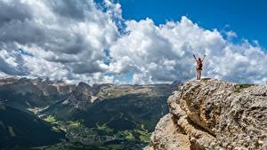 Картинки Горы Пейзаж Утес Облака Природа