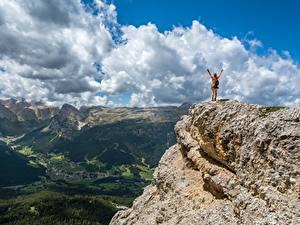 Картинки Горы Пейзаж Скала Облака Природа
