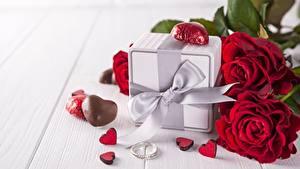Фотографии Розы День всех влюблённых Подарки Бантик Сердечко