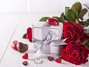 Фотографии Розы День всех влюблённых Подарки Бантик Сердечко Цветы