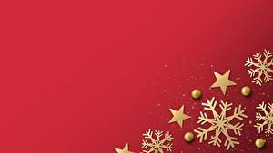 Картинки Новый год Снежинки Красный фон Шаблон поздравительной открытки