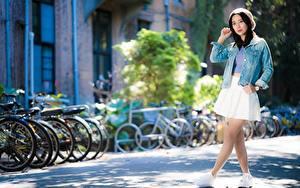Фотография Азиаты Размытый фон Поза Ноги молодые женщины