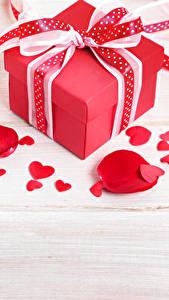 Картинка День всех влюблённых Доски Подарки Бантик Сердечко Лепестки