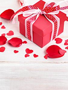 Картинка День всех влюблённых Доски Подарков Бантик Сердечко Лепестки
