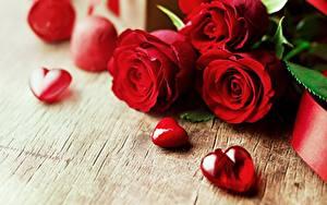 Фото Розы День святого Валентина Красных Сердечко Цветы