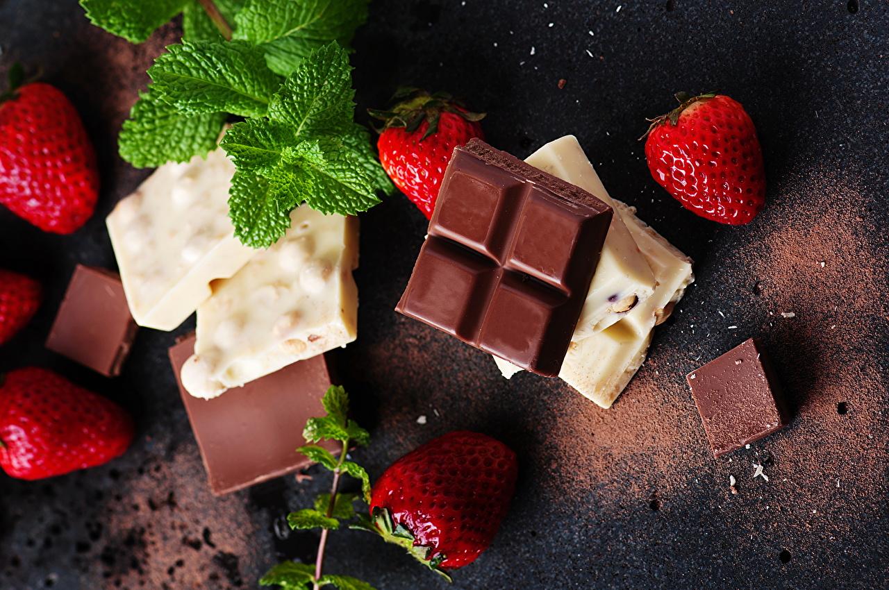 Картинка Пища Шоколад Клубника Шоколадная плитка Сладости Еда Продукты питания шоколадка сладкая еда