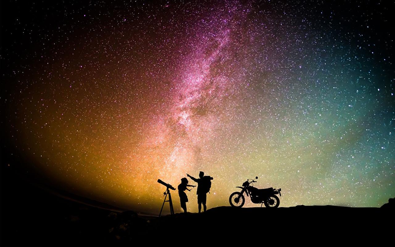 Фото Звезды Мужчины силуэта молодые женщины Небо Мотоциклист в ночи Силуэт силуэты девушка Девушки молодая женщина Ночь ночью Ночные