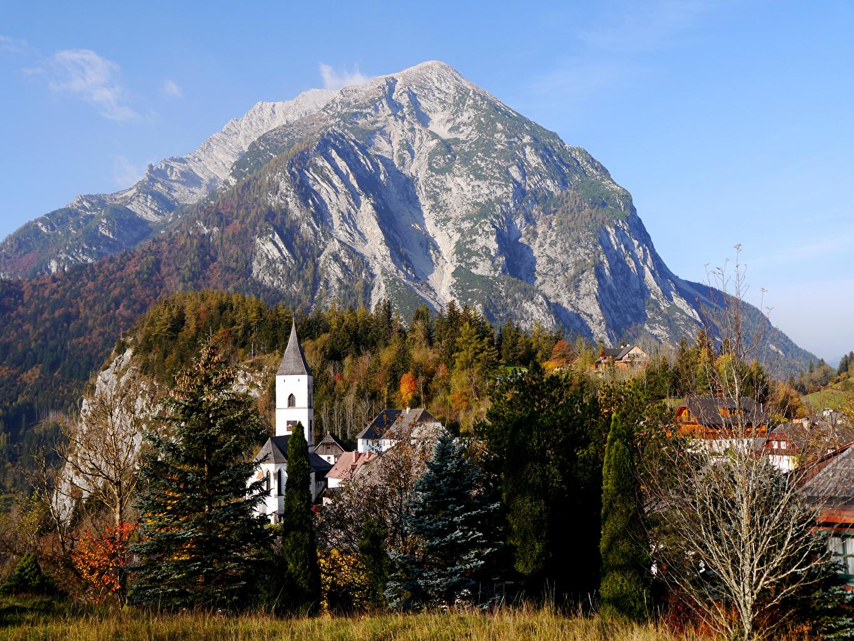 Картинки Австрия Purgg Styria Горы Осень Природа лес Дома гора осенние Леса Здания