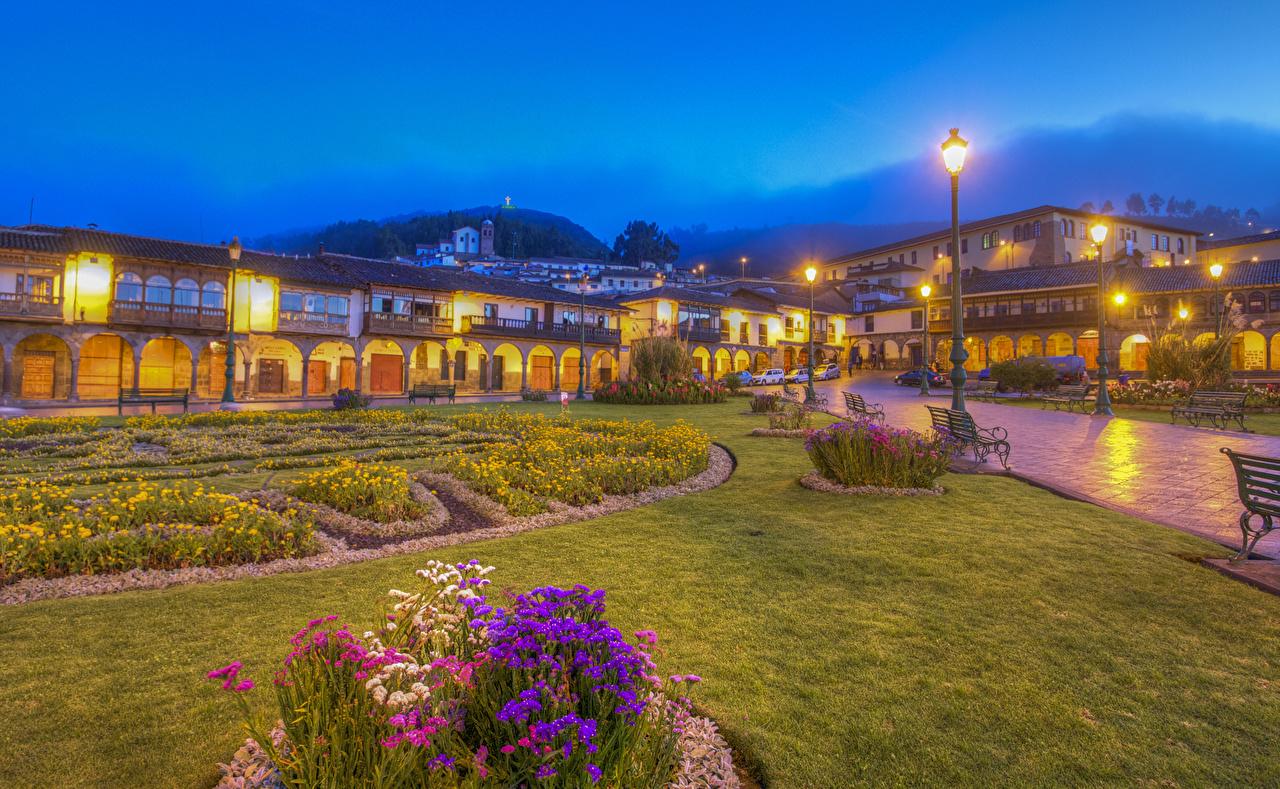 Картинки Перу Cusco HDRI Вечер Скамья газоне Уличные фонари Города Здания HDR Газон Скамейка Дома город