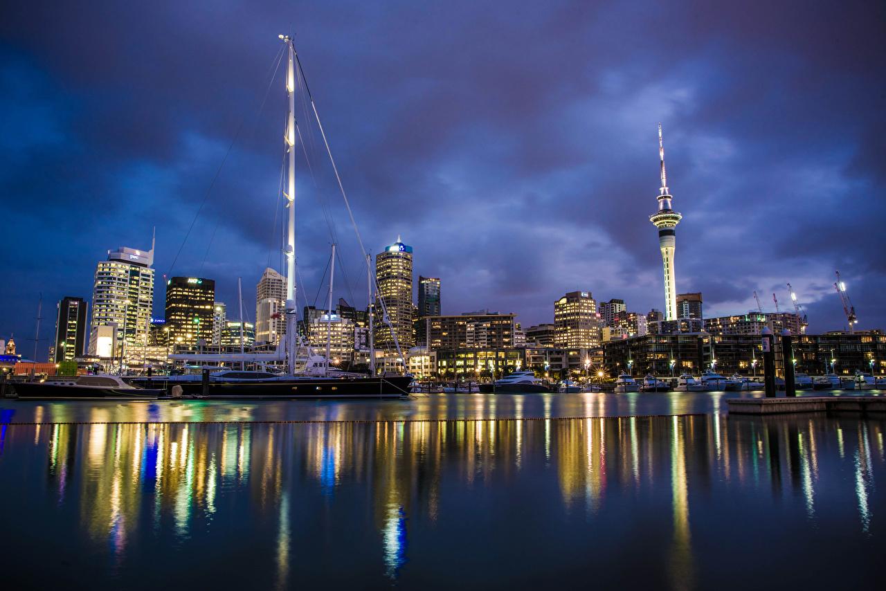 Картинка Новая Зеландия Auckland Реки в ночи Причалы Дома Города река Ночь речка Пирсы ночью Ночные Пристань город Здания