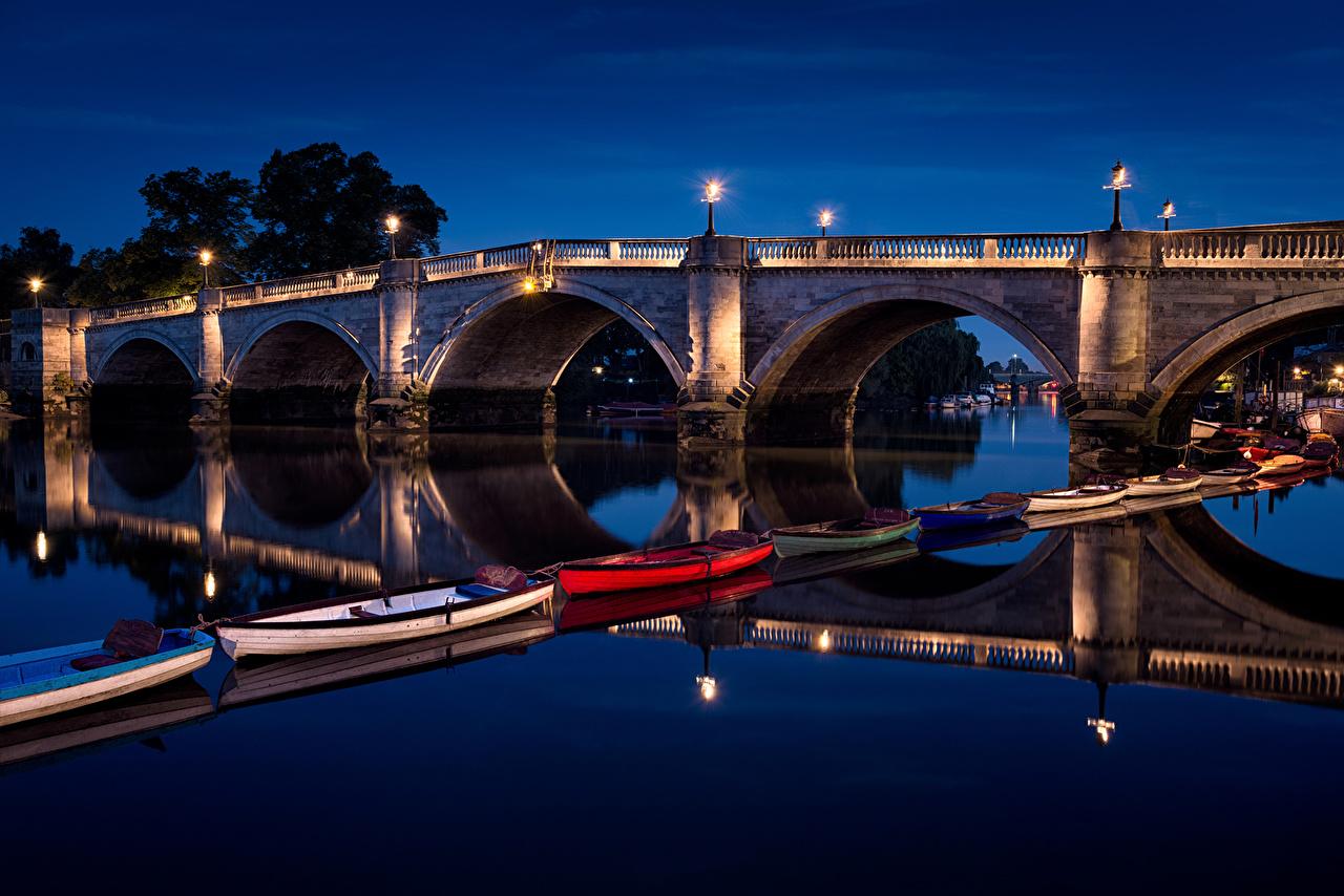Фото лондоне Великобритания Richmond Bridge Мосты Реки ночью Лодки Уличные фонари Города Лондон Ночь река речка в ночи Ночные город