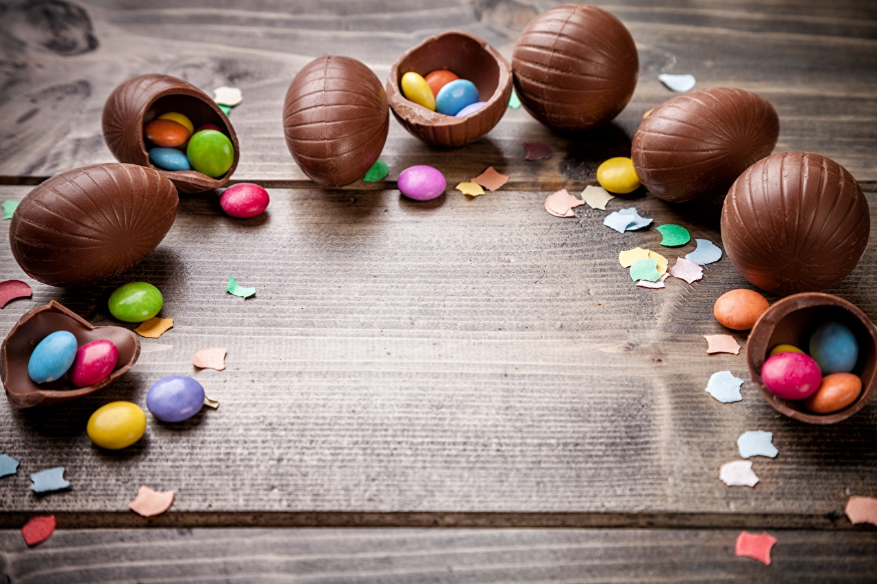 Картинка Пасха Драже яйцо Шоколад Пища Шаблон поздравительной открытки яиц Яйца яйцами Еда Продукты питания