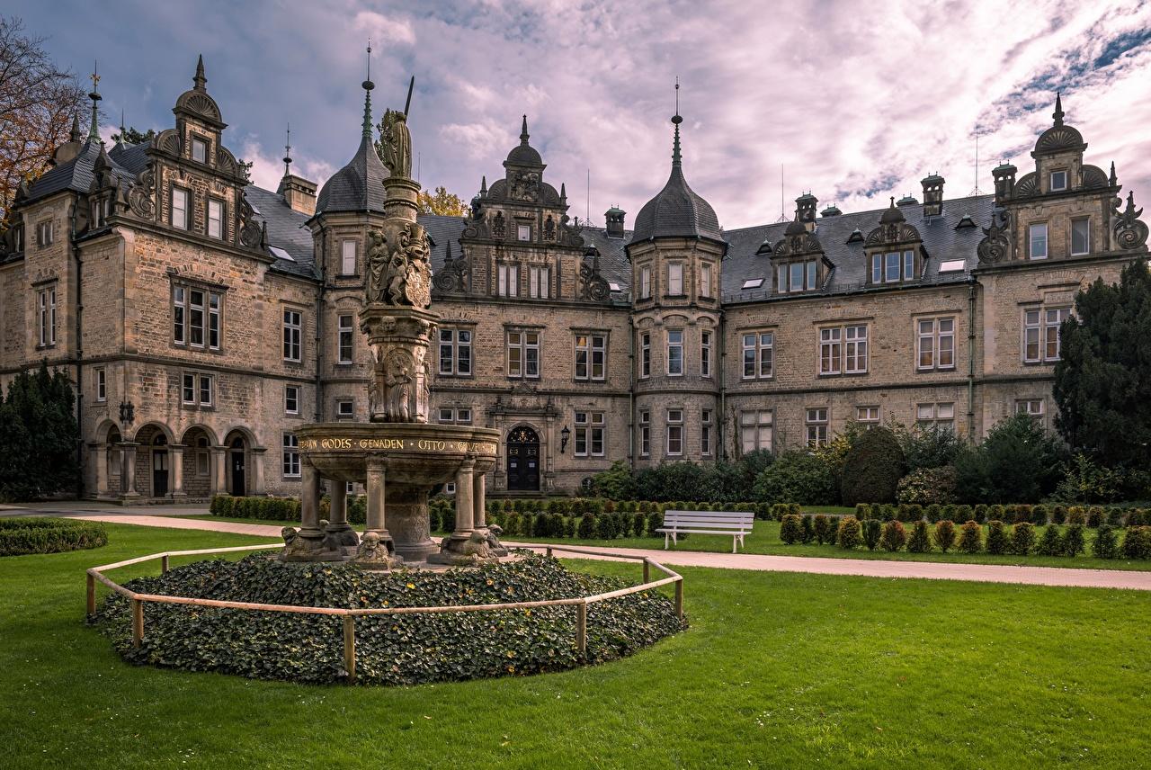 Картинка Германия Bückeburg Castle Замки газоне Скамья город Ландшафтный дизайн замок Газон Скамейка Города