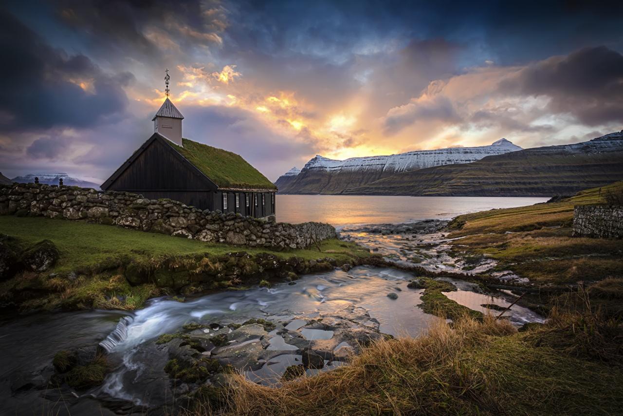 Фотография Церковь Дания Faroe Islands Горы Природа Камни облако гора Камень Облака облачно