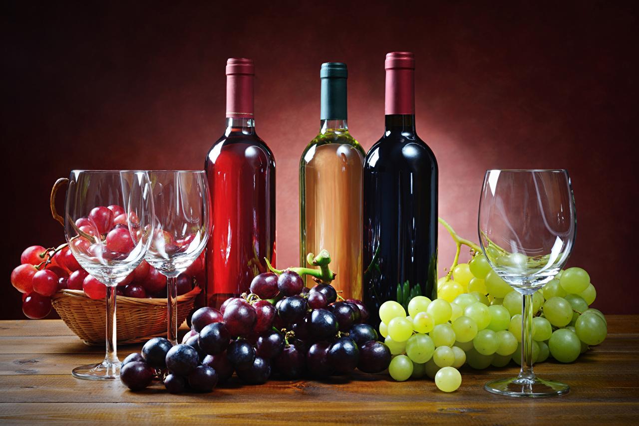 Фото Разноцветные Вино Виноград Еда Бокалы Бутылка Натюрморт Пища Продукты питания