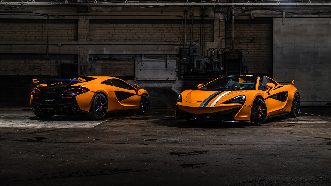 Фотография Макларен 570s Родстер Двое Оранжевый авто McLaren 2 два две вдвоем оранжевых оранжевая оранжевые машина машины автомобиль Автомобили