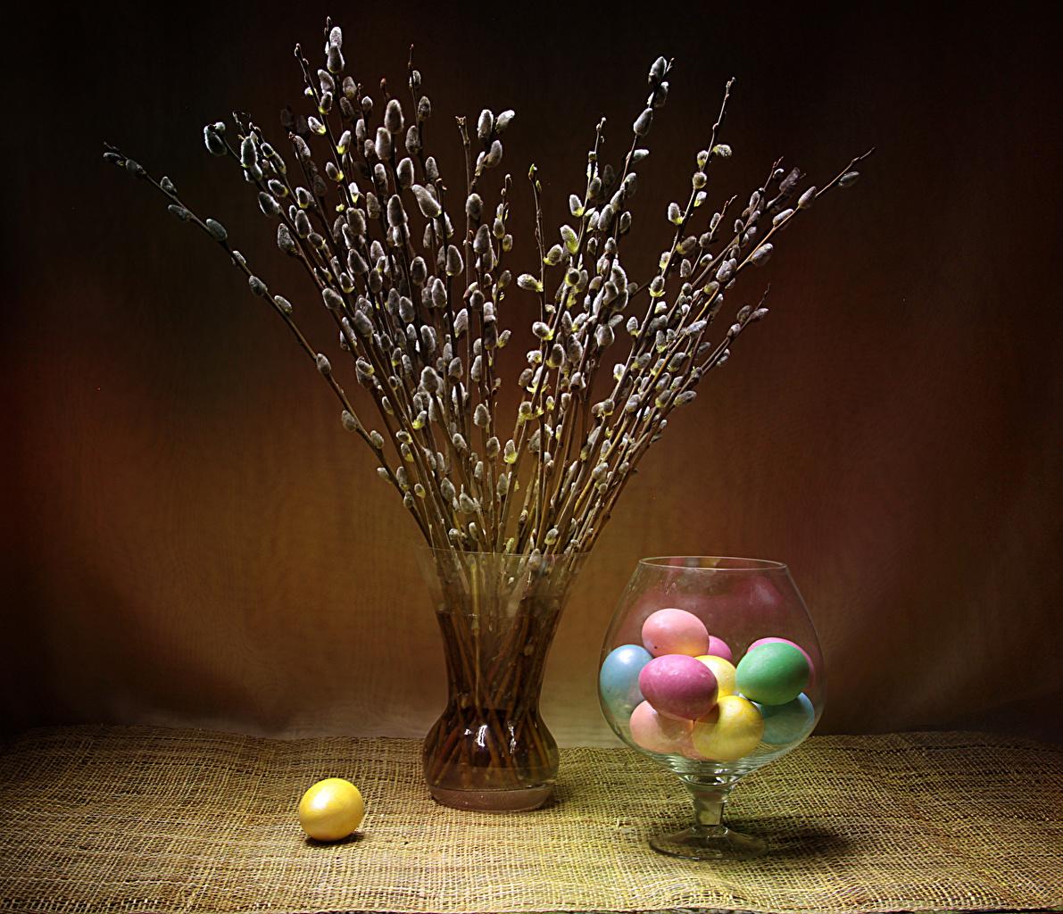 Картинки Пасха Разноцветные Яйца вазе ветвь яиц яйцо яйцами Ваза вазы ветка Ветки на ветке