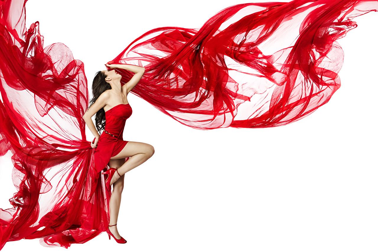 Фотографии шатенки Танцы молодые женщины Ноги белым фоном Платье Шатенка танцуют танцует девушка Девушки молодая женщина ног Белый фон белом фоне платья