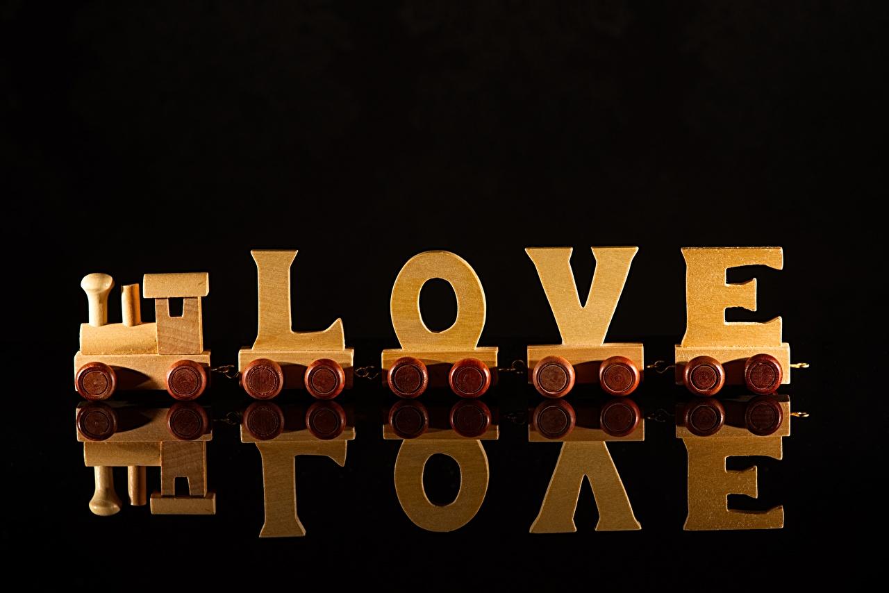 Фото Английский Любовь Поезда отражается из дерева на черном фоне инглийские английская Отражение отражении Деревянный Черный фон
