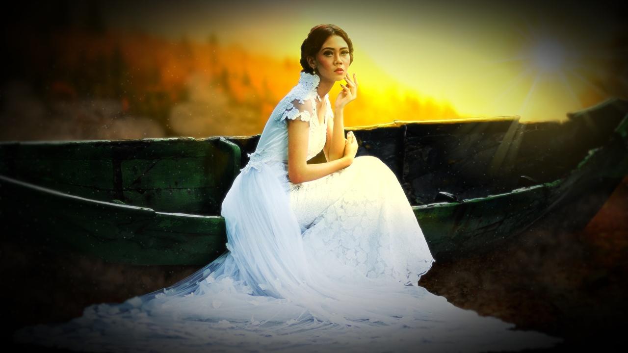 Обои для рабочего стола Шатенка невесты молодые женщины Лодки Сидит Платье шатенки Невеста девушка Девушки молодая женщина сидя сидящие платья