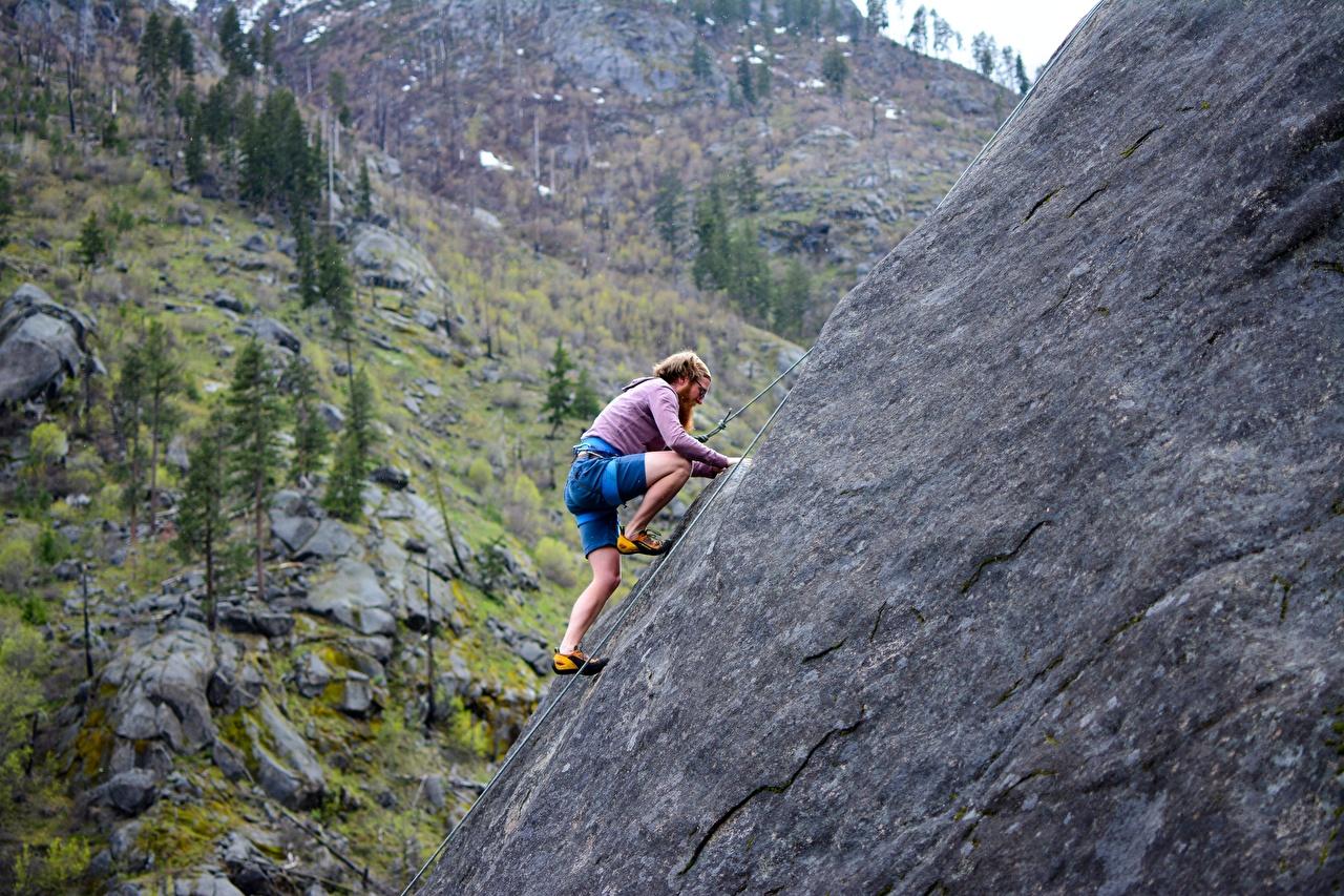 Обои для рабочего стола мужчина Альпинист Утес Альпинизм спортивные Мужчины альпинисты Спорт Скала скалы скале спортивный спортивная