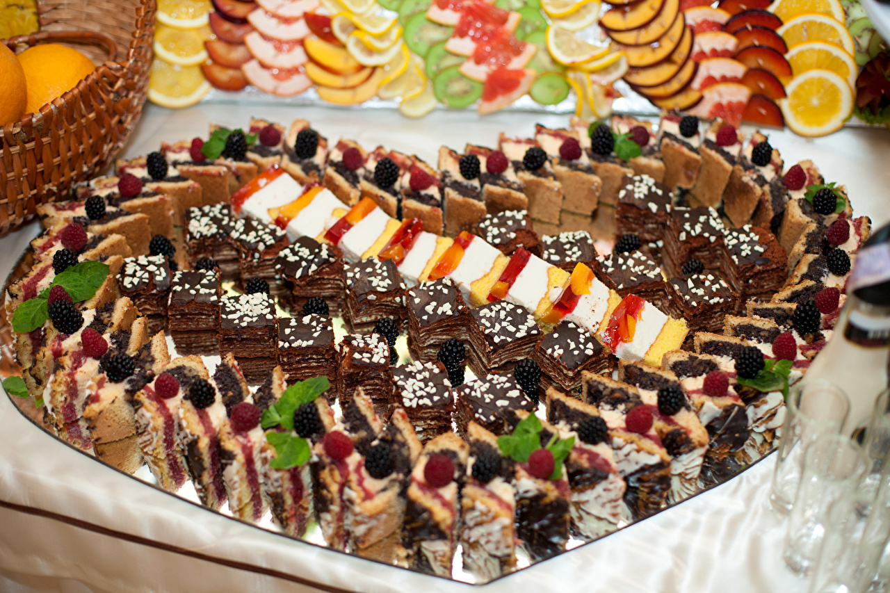Фотография Сердце Еда Ягоды Много Пирожное Сладости Дизайн серце сердца сердечко Пища Продукты питания сладкая еда дизайна