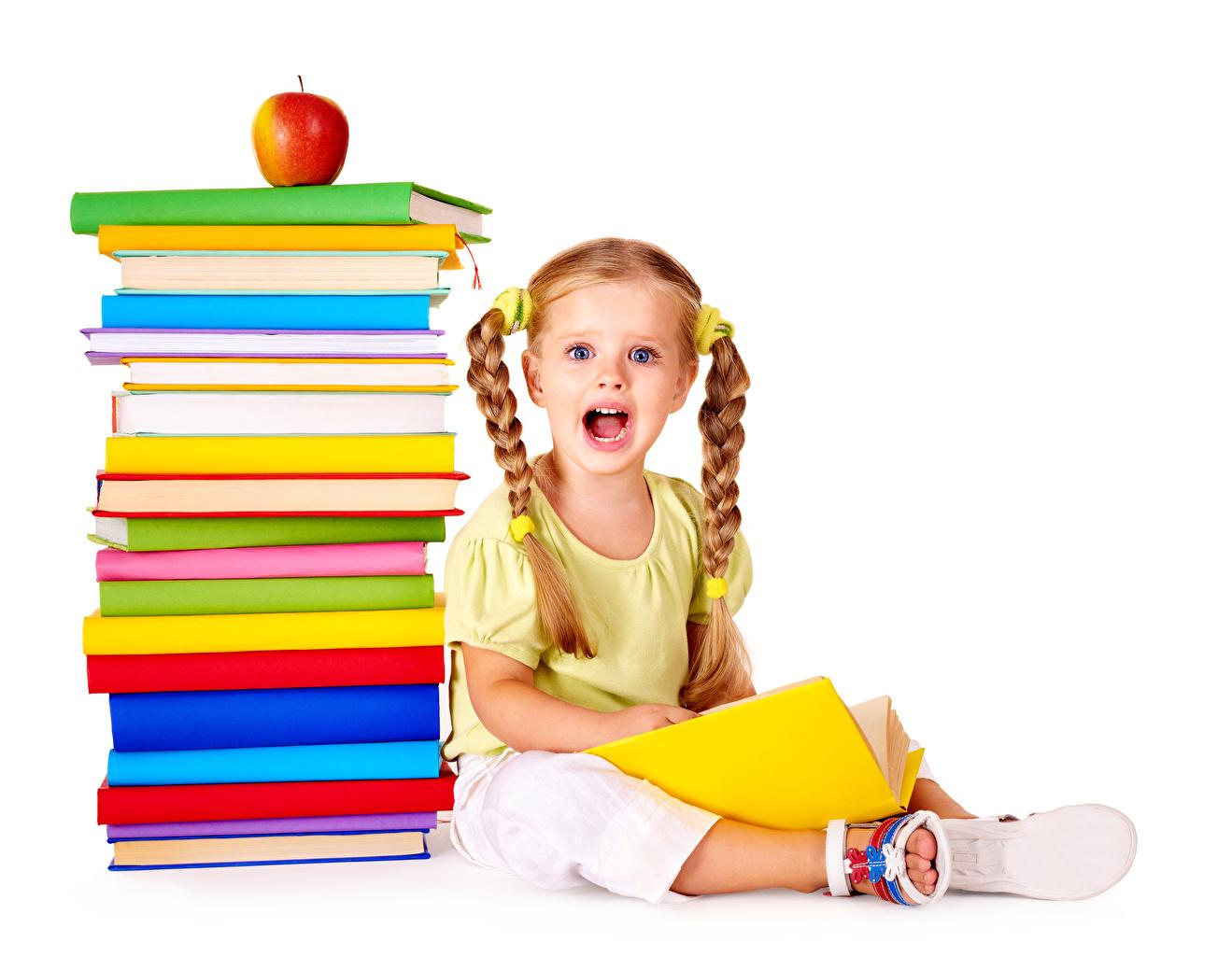 Картинки Девочки школьные Удивление Дети Яблоки Книга Белый фон Школа эмоции изумление Ребёнок