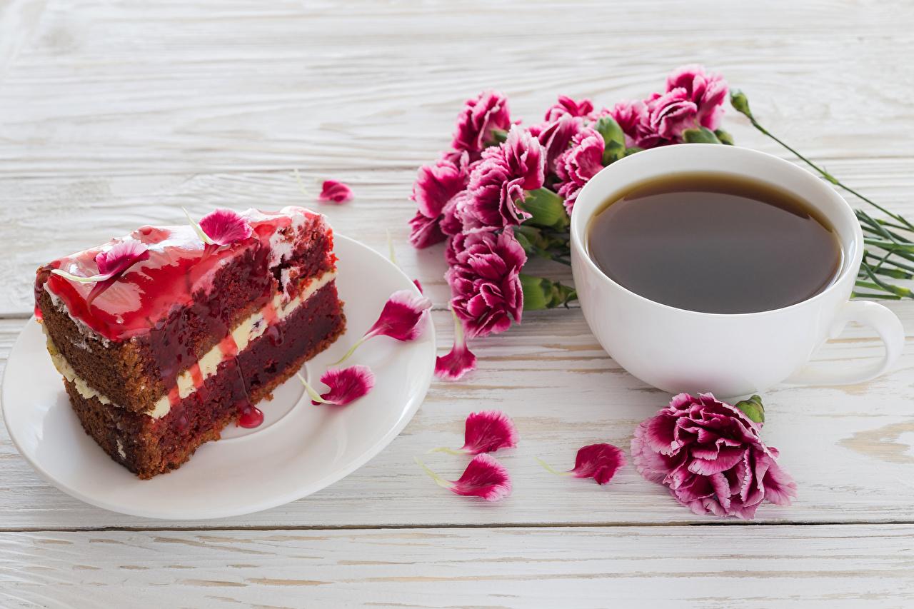 Фотография Кофе Торты Лепестки Кусок Гвоздики Еда Чашка Доски часть Пища Продукты питания