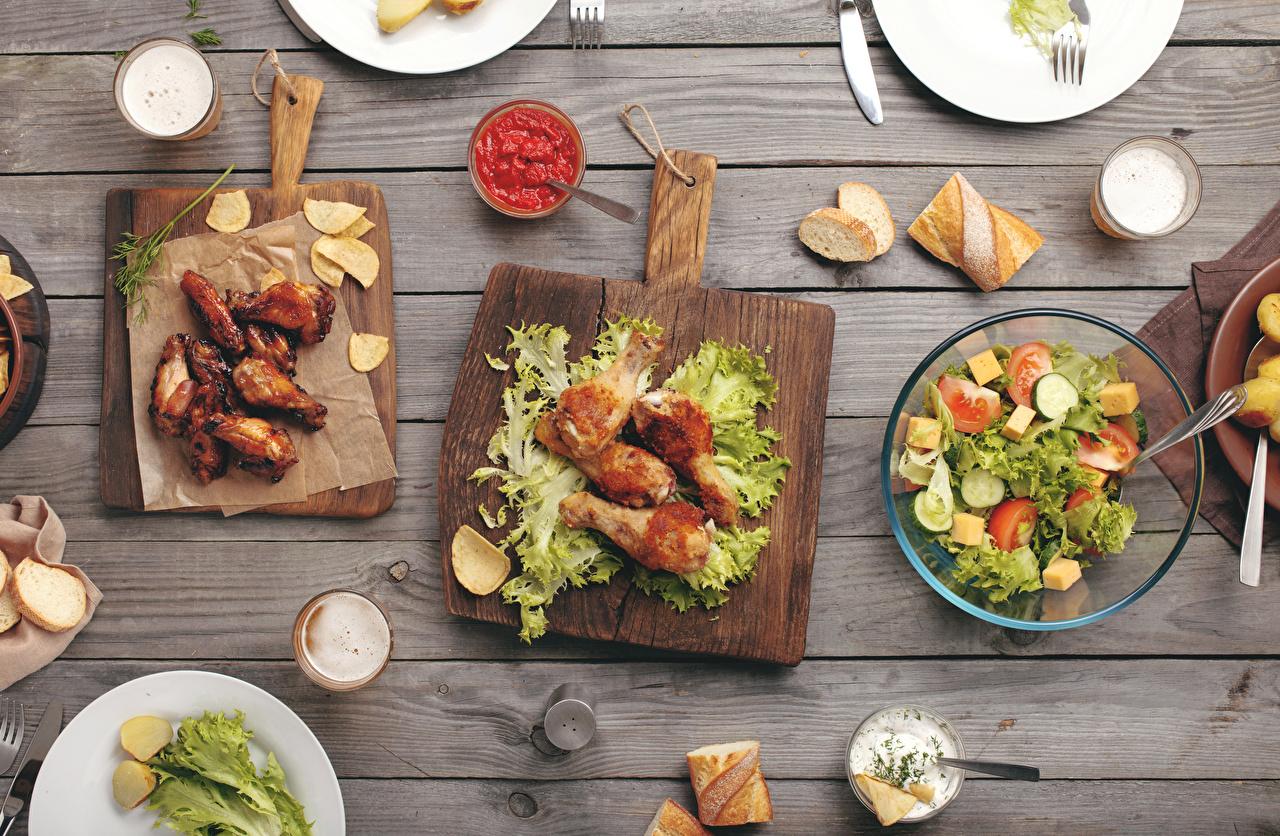 Картинка Хлеб Кетчуп Курица запеченная Овощи Салаты Продукты питания Разделочная доска Доски Еда Пища