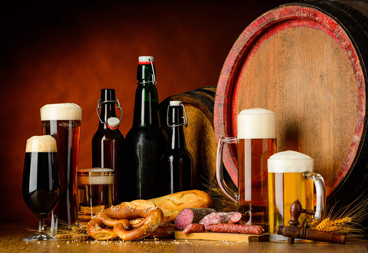 Фото Пиво Колбаса Хлеб Бочка Еда Пена Кружка Бокалы Бутылка Пища Продукты питания