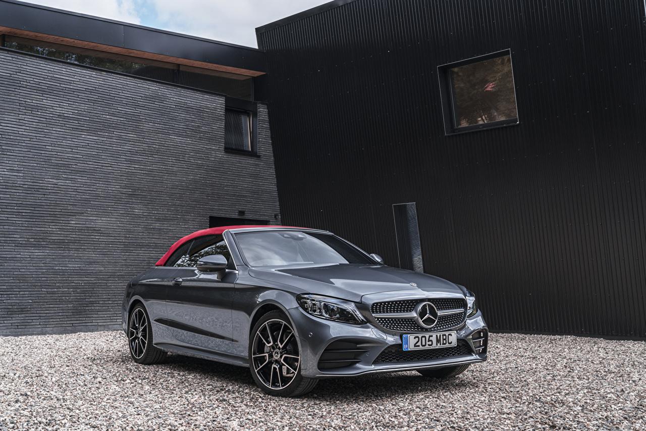 Фотография Мерседес бенц 2018 C 220 d AMG Line Cabriolet серые Металлик автомобиль Mercedes-Benz Серый серая авто машина машины Автомобили
