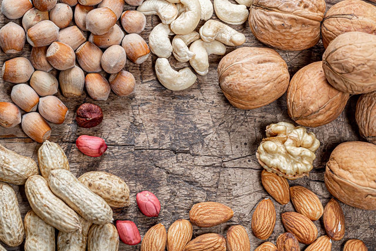 Фотография Лесной орех Грецкий орех Продукты питания Орехи Доски Фундук Еда Пища