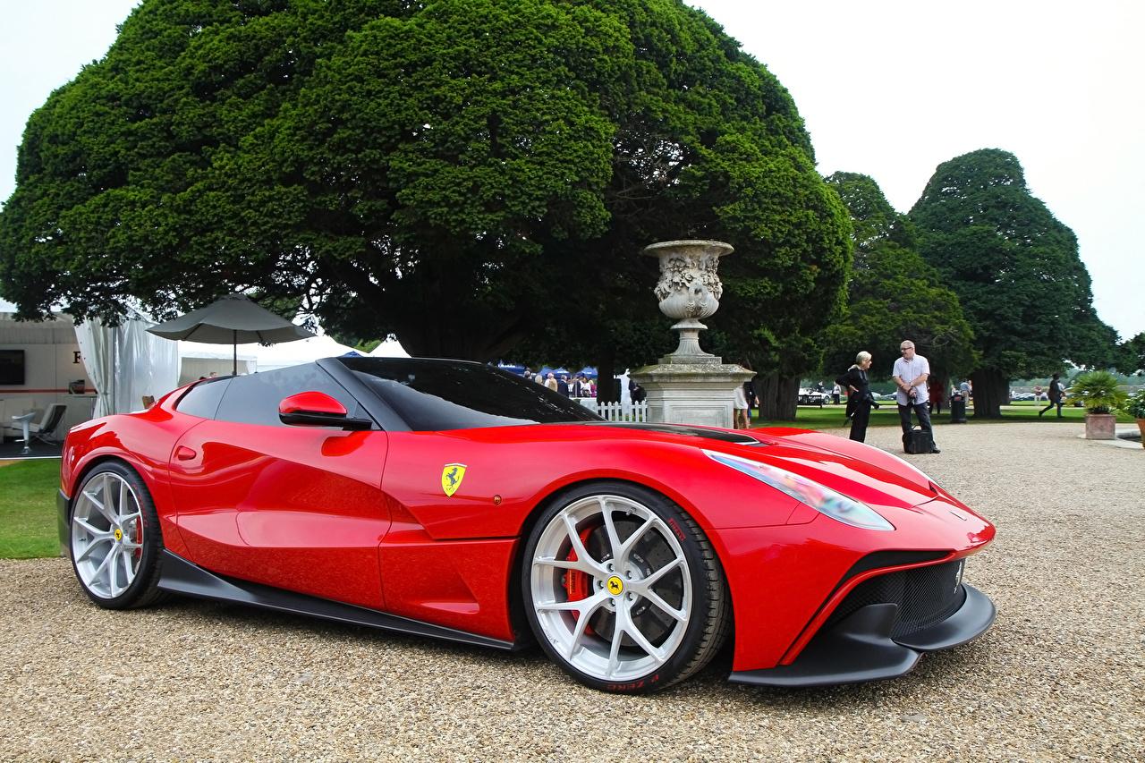 Картинки Феррари 2015 F12 TRS дорогая красных машины Металлик Ferrari дорогие дорогой люксовые Роскошные роскошный роскошная красная красные Красный авто машина Автомобили автомобиль