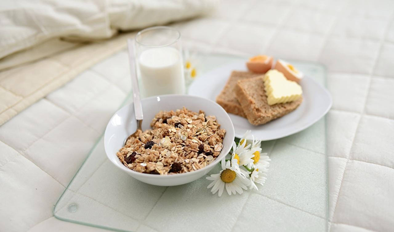 Картинки Молоко Сердце Масло Завтрак Хлеб Стакан Ромашки Еда Мюсли тарелке серце сердца сердечко масла ромашка стакане стакана Пища Тарелка Продукты питания