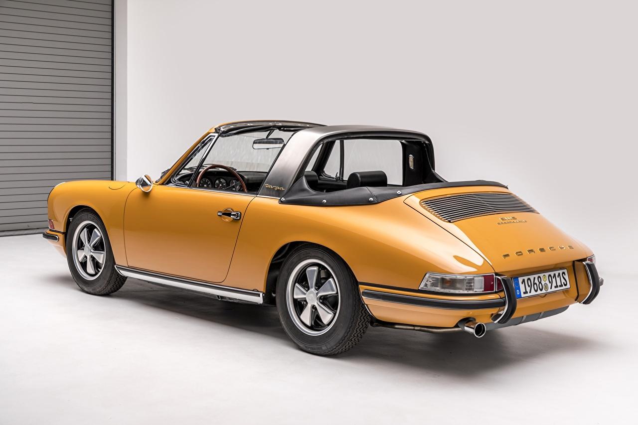 Картинки Порше Porsche 911 S 2.0 Targa Sportomatic Желтый винтаж автомобиль Ретро желтых желтые желтая старинные авто машина машины Автомобили