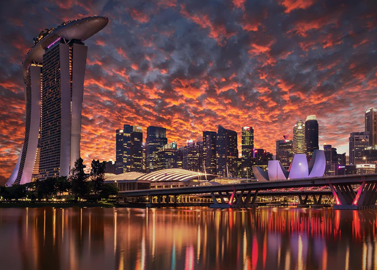 Обои для рабочего стола Сингапур Мосты Небо Вечер заливы Небоскребы Дома Города Дизайн Залив залива город Здания дизайна