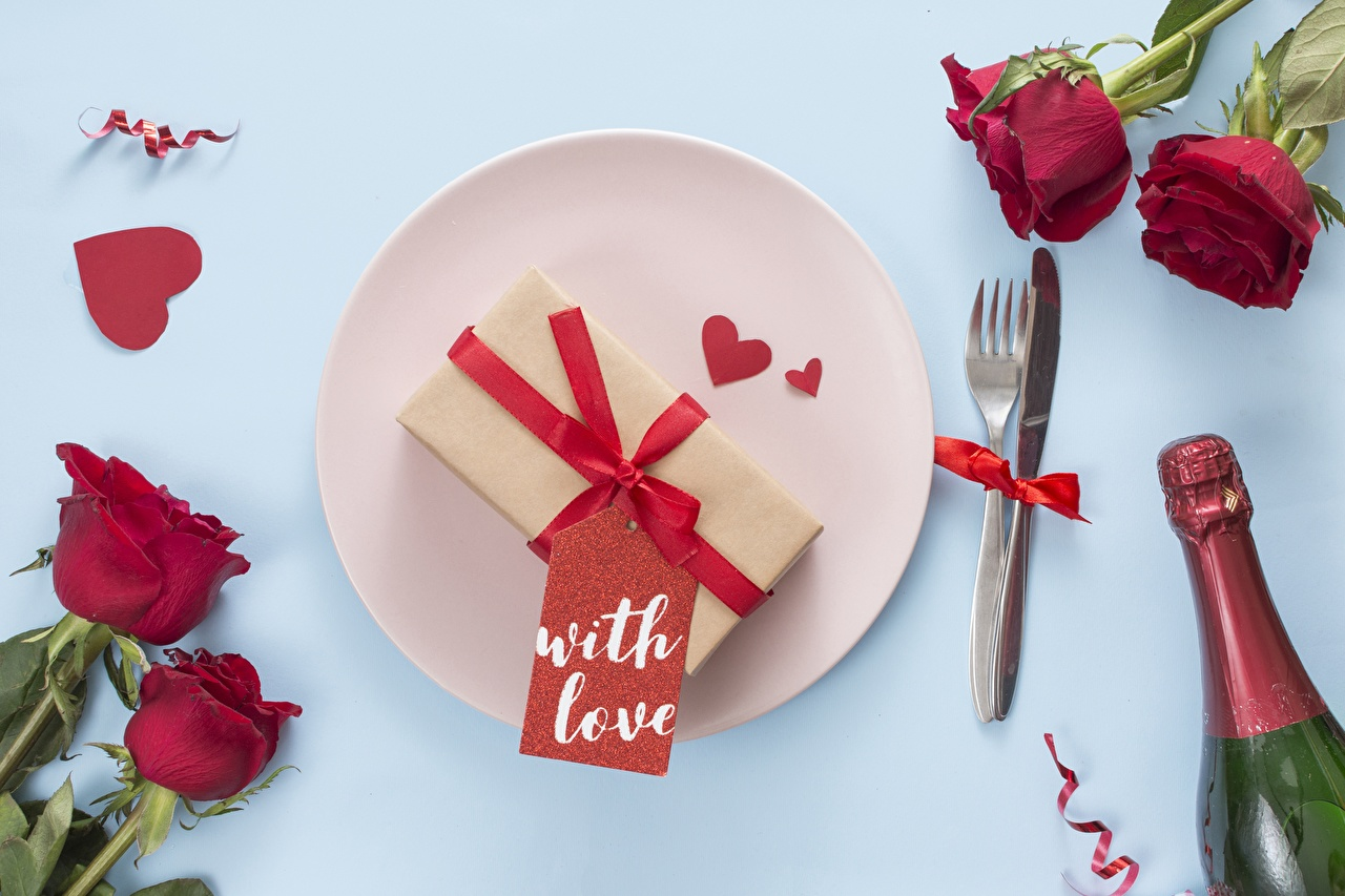 Обои для рабочего стола День святого Валентина Сердце Розы цветок Тарелка Вилка столовая День всех влюблённых серце сердца сердечко роза Цветы вилки тарелке
