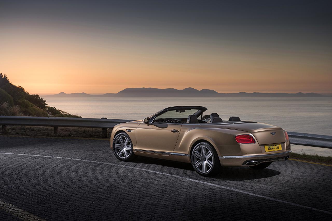 Фотографии Bentley 2015 Continental GTC дорогая Сзади Автомобили Бентли дорогие дорогой люксовые роскошная роскошный Роскошные авто машина машины вид сзади автомобиль