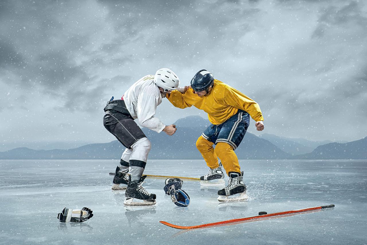 Фото Шлем Мужчины Лед Двое Спорт Драка Хоккей Униформа 2 вдвоем сражение