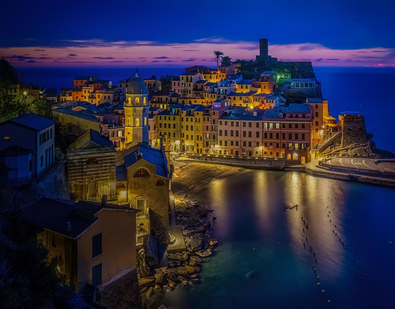 Фотографии Лигурия Вернацца Италия Ночь заливы город Здания Залив ночью в ночи залива Ночные Дома Города