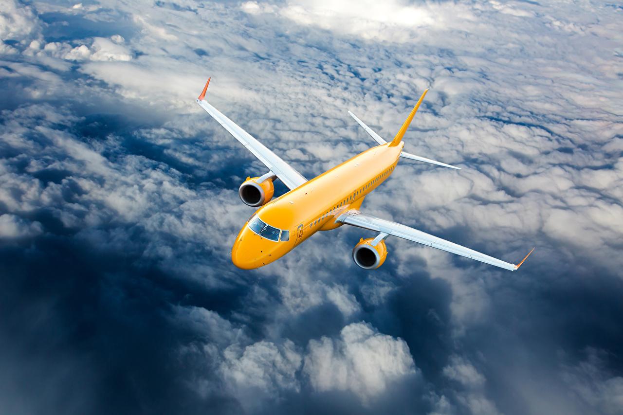 Фото Самолеты Пассажирские Самолеты Желтый Небо Полет Облака Авиация летящий