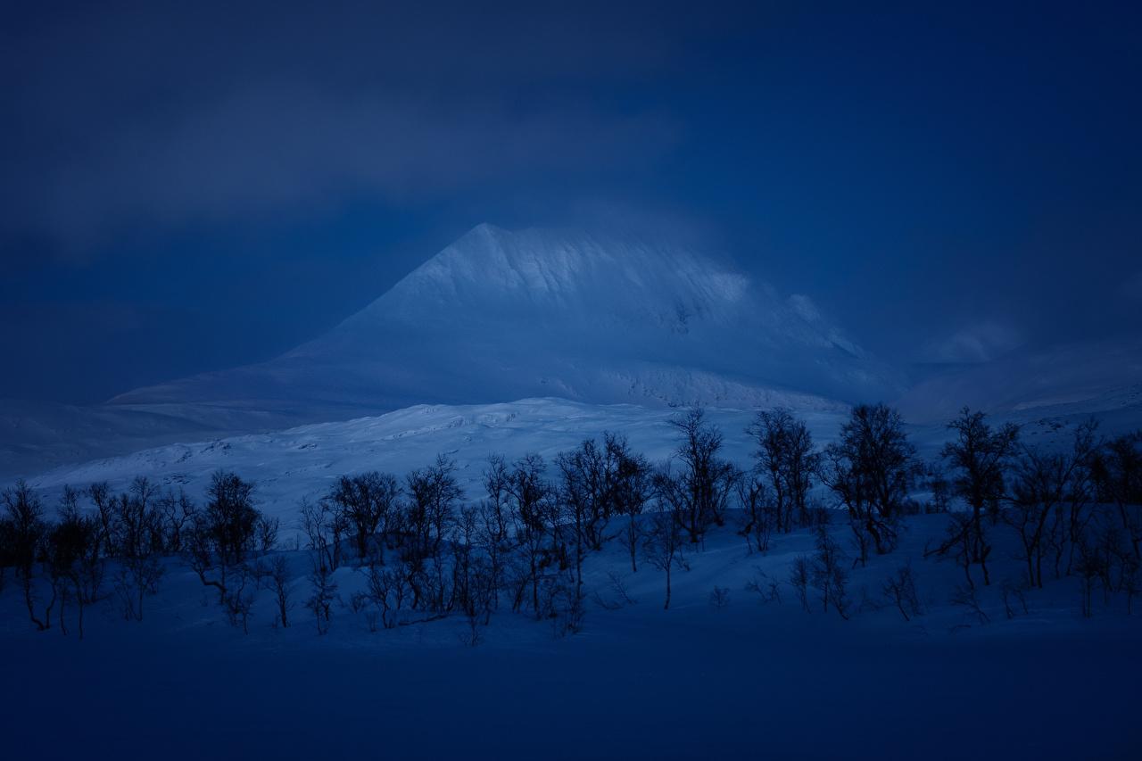 Обои Горы зимние Природа Снег Ночь Деревья Зима Ночные