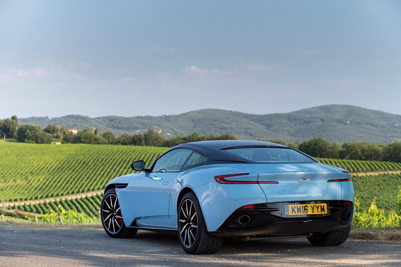 Обои для рабочего стола Астон мартин DB11 голубые Сзади машина Aston Martin голубая Голубой голубых авто машины вид сзади Автомобили автомобиль