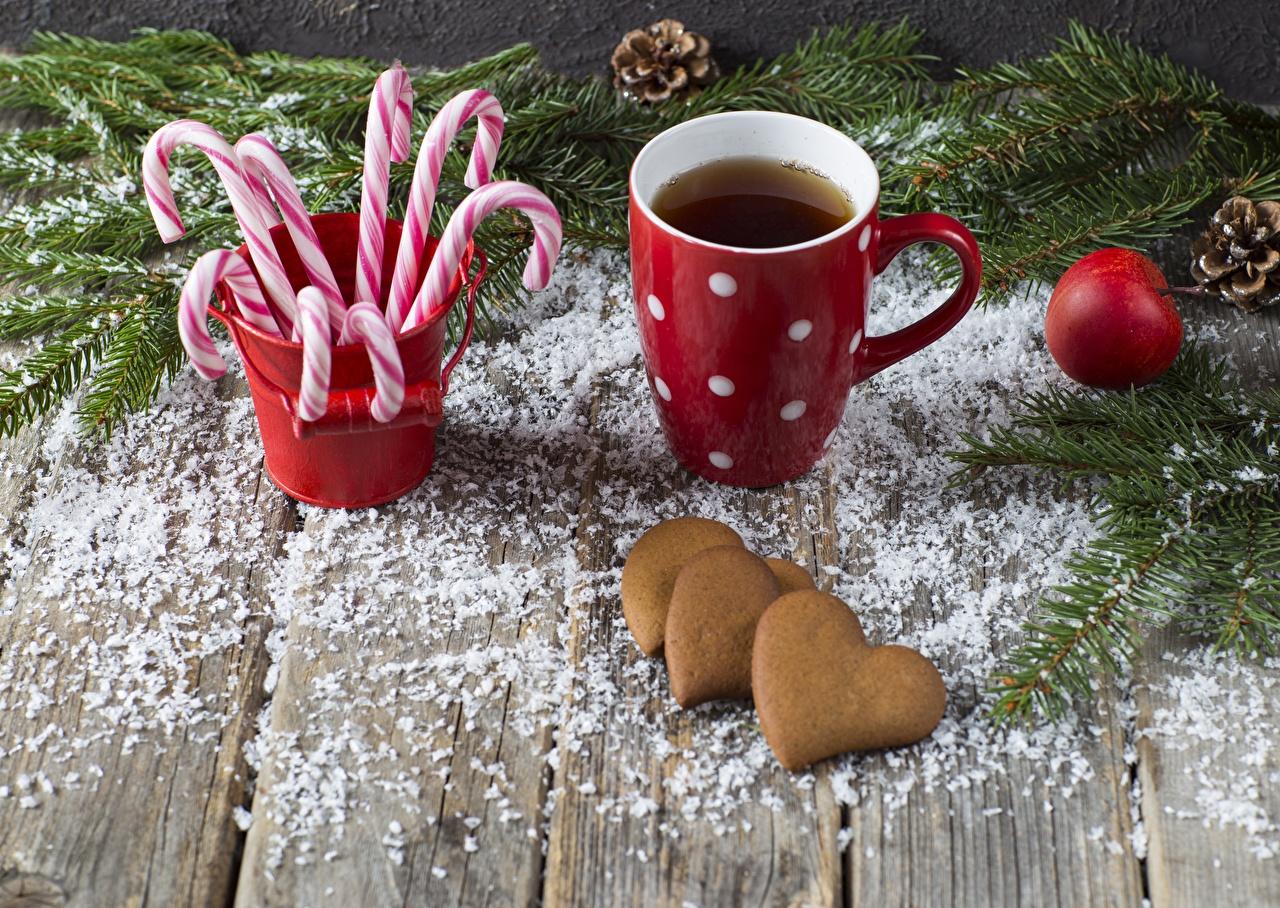 Картинка Рождество сердечко Леденцы Еда кружки Печенье Доски Новый год серце Сердце сердца Пища Кружка кружке Продукты питания
