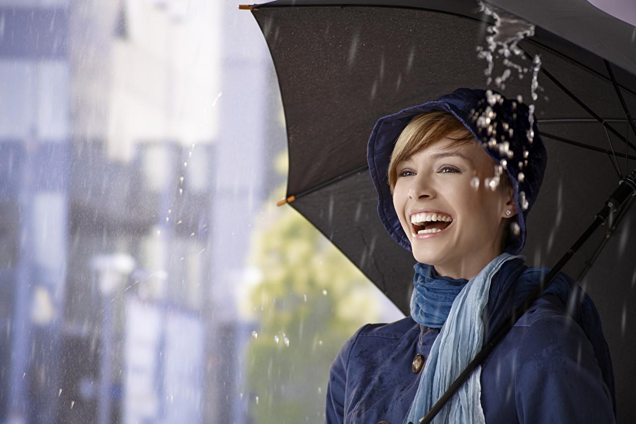 Картинка Блондинка Радость Девушки Дождь счастье счастливые