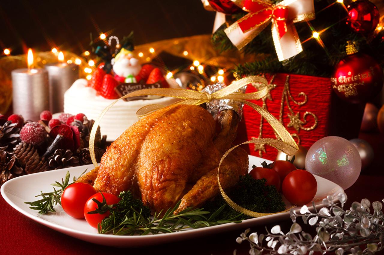 Картинка Новый год Помидоры Курица запеченная Свечи Шарики Продукты питания Праздники Рождество Томаты Шар Еда Пища