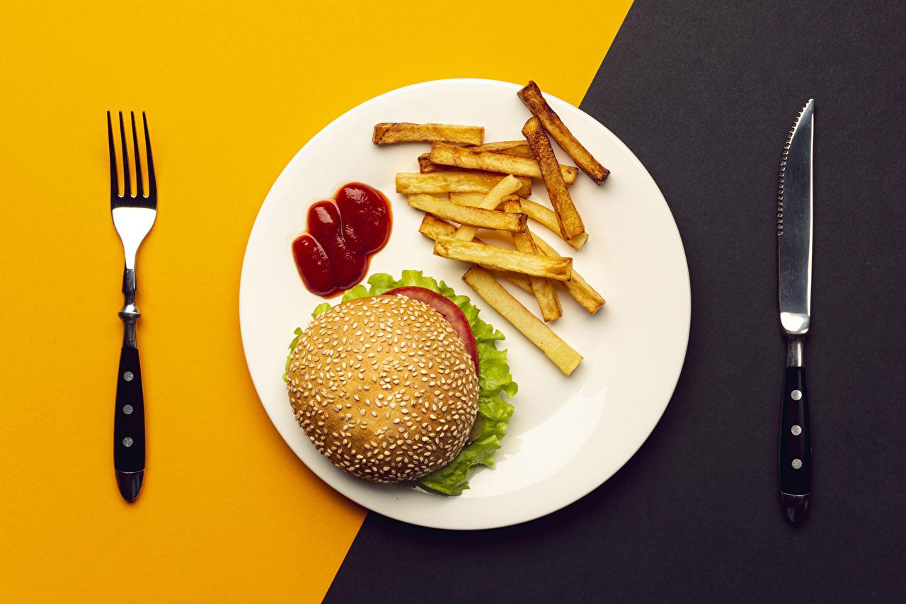 Картинки Нож Гамбургер Картофель фри кетчупа Быстрое питание Пища Тарелка Вилка столовая ножик Кетчуп Фастфуд кетчупом Еда вилки тарелке Продукты питания